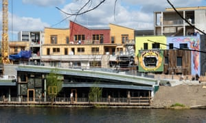 A a cooperative founded by Bar25 regulars leases the land for Holzmarkt.