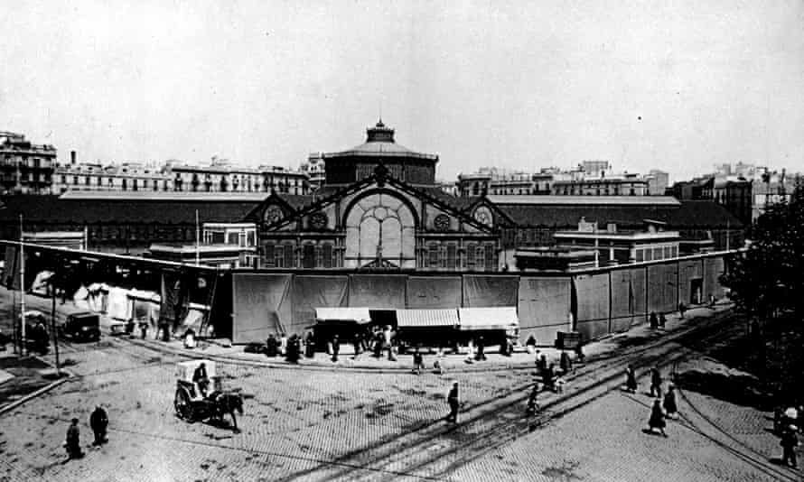 An image from Sant Antoni market's past. It was first opened in 1882.