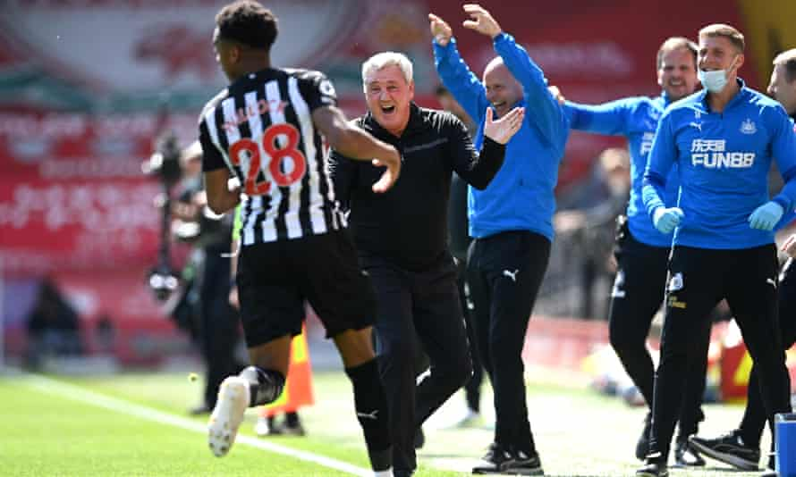 Joe Willock celebrates with Steve Bruce after scoring a dramatic late equaliser for Newcastle.