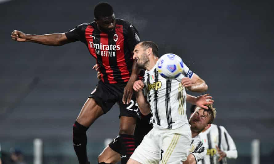 Milan's Fikayo Tomori rises above the Juventus defender Giorgio Chiellini to score his side's third goal.