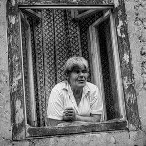 Old lady on Bjelave street, Sarajevo, June 1998.