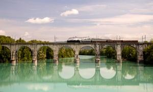 A train crosses a bridge