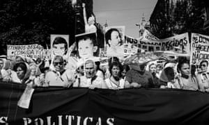 Demanding change … protesters photographed in Buenos Aires in 1982 by Eduardo Gil.