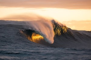 The giant waves begin to fade out as the super swell dies down.