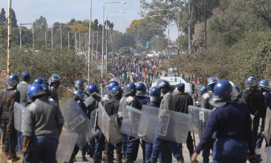 Police clash with rioters in Harare