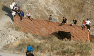 Spectators at the bull run in Cuéllar where a 62-year-old was gored to death