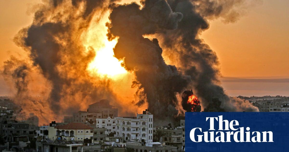 Geweld tussen Israel en Gasa: flattened buildings, rockets and communal unrest – video