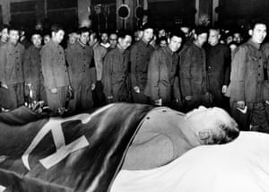 Members of the People's Liberation Army pay their respects to the body Mao Zedong