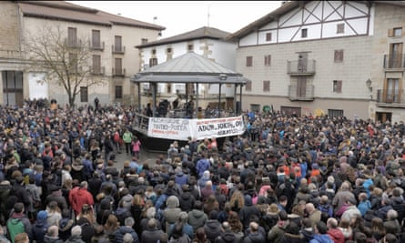 Thousands march in Alsasua against the high court trial.