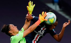 Arsenal keeper Manuela Zinsberger coming pressure during the 2-1 defeat.