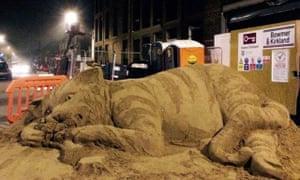 Zara Gaze fat cat sand sculpture.