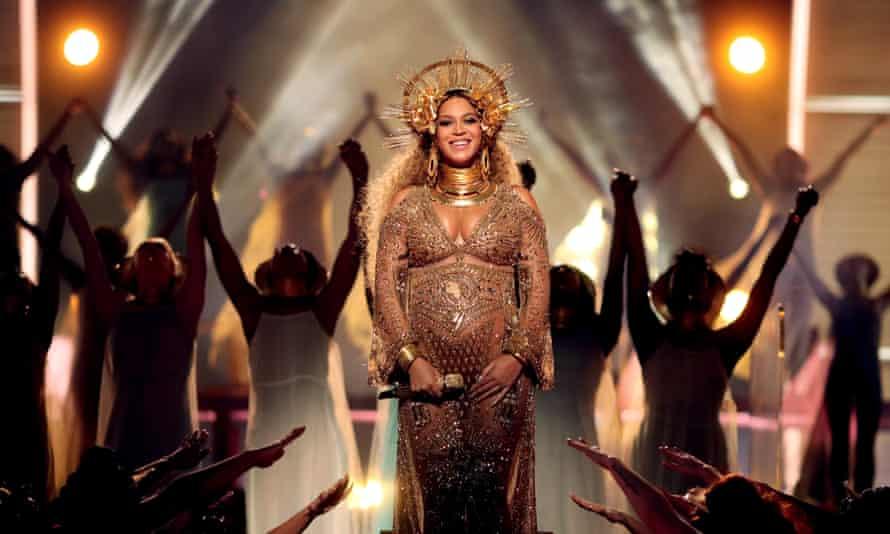 A pregnant Beyoncé at the Grammy awards