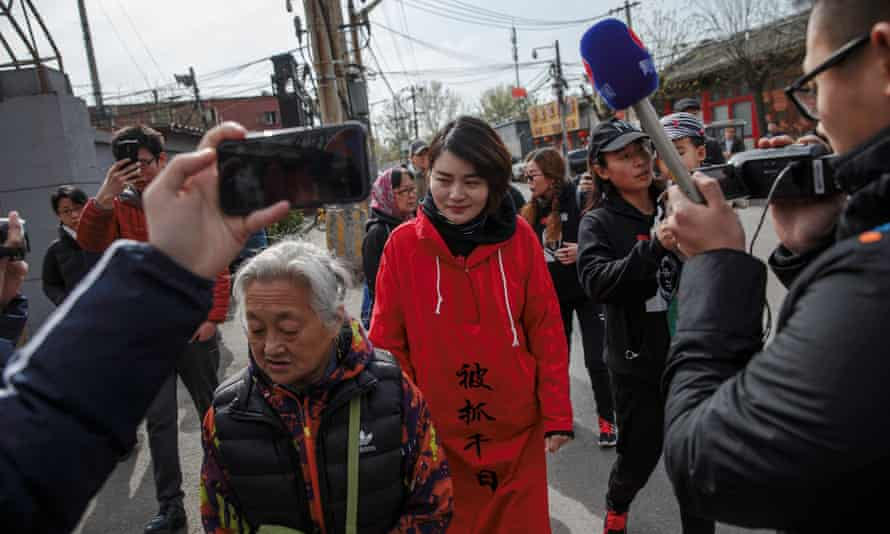 Li Wenzu setting off on her protest march