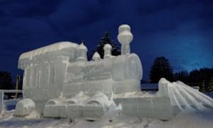 A steam train ice sculpture in Saint-Côme.