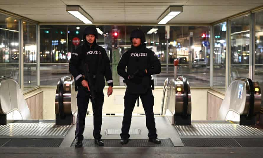 AUSTRIA-SHOOTING-POLICE-ATTACKArmed policemen patrol near the state opera in the center of Vienna on 2 November 2 following shooting attacks in the Austrian capital.