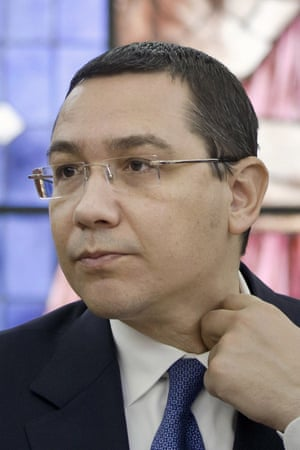 Victor Ponta: 'I'm handing in my mandate.'