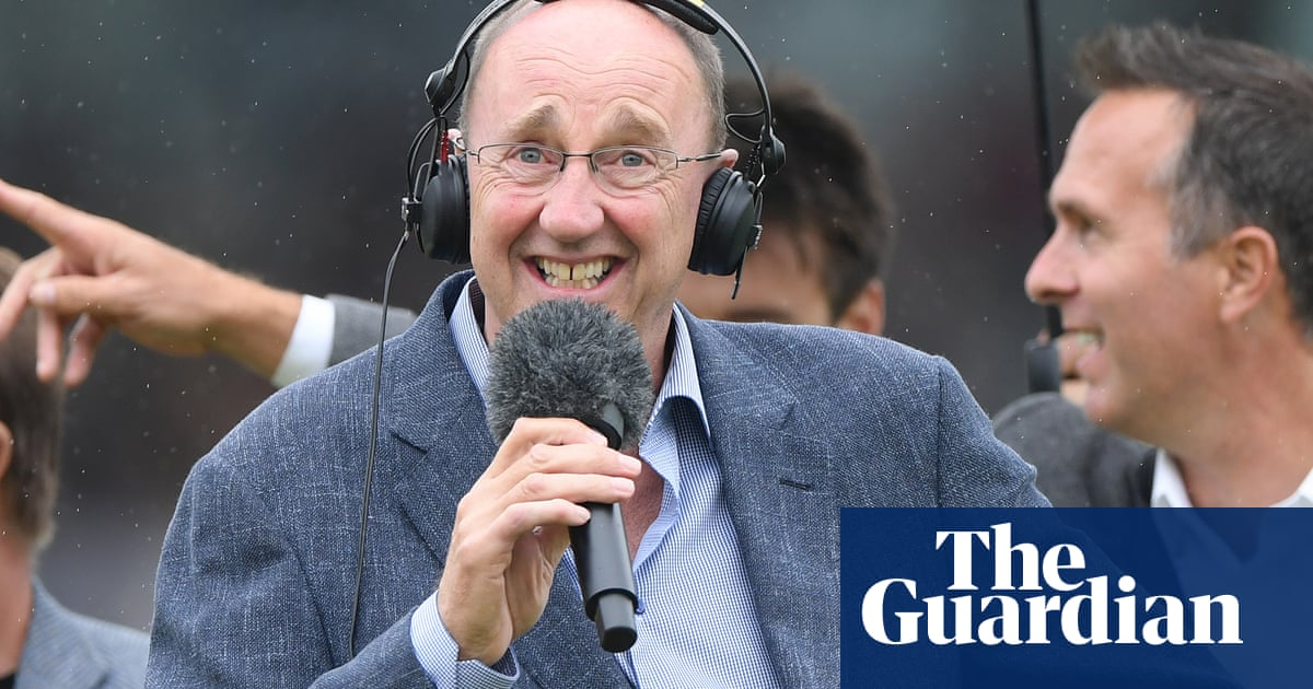 Jonathan Agnew is subject of complaint to BBC over abusive tweets