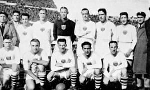 The USA team for their 6-1 semi-final defeat by Argentina. Bert Patenaude is in the middle in the front row.