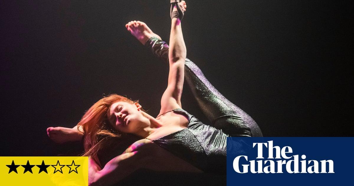 Luminosa review – an intimate night of close-up circus cabaret