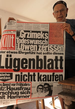 Günter Wallraff with a 1970s poster parodying Bild newspaper.