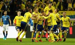 Johansson celebrates with his teammates.