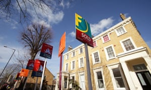 Five-year fixed loans are proving popular, say experts.