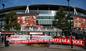 Arsenal fans protest against ticket prices