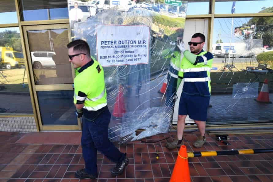 Workman remove damaged glass windows from the Queensland electorate office of Peter Dutton on 24 August 2018 after vandals hurled pavers amid Dutton's bid to unseat Malcolm Turnbull.