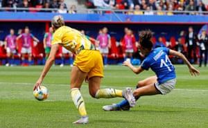 Barbara Bonansea scores the equaliser for Italy.