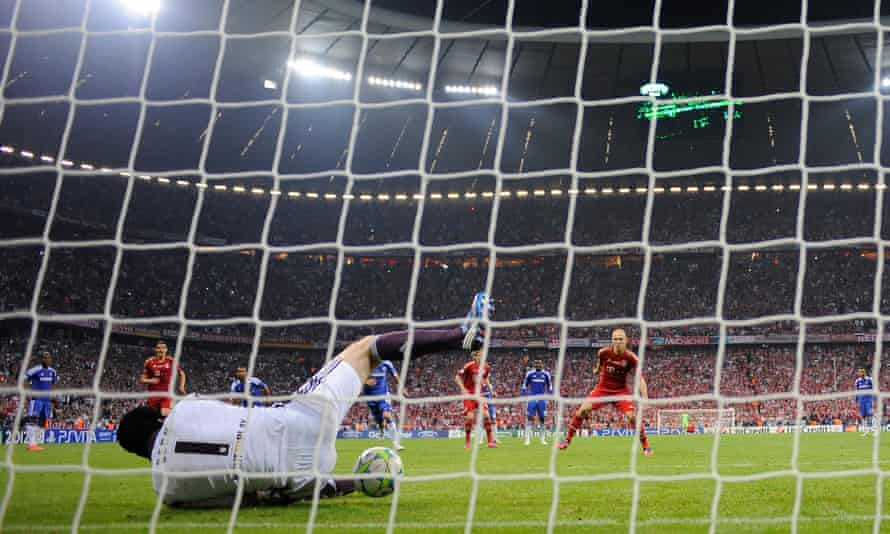 Cech makes a crucial penalty save from Arjen Robben in the 2012 Champions League final.