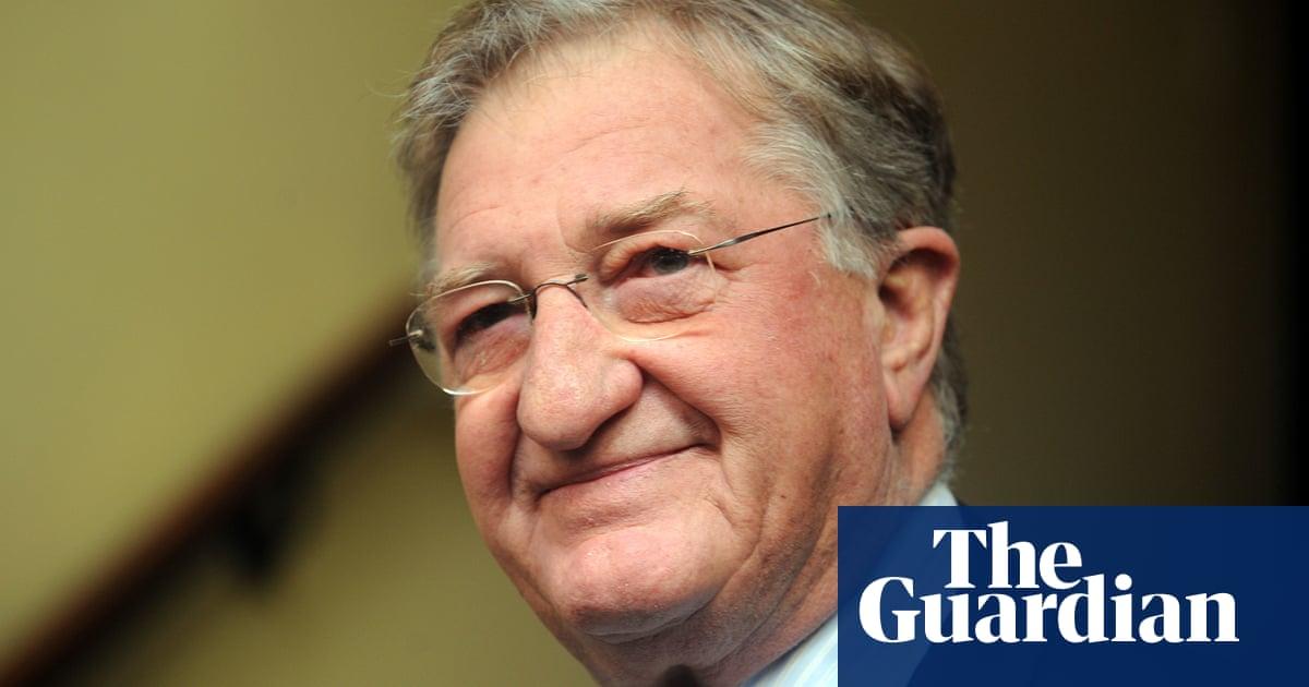 Former Liberal party president and Carlton boss John Elliott dies aged 79