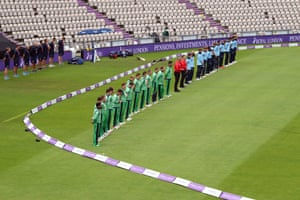 Ireland and England players observe a moments silence for Former SDLP leader and Nobel peace prize winner John Hume.