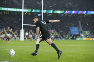 Dan Carter about to slot his conversion.