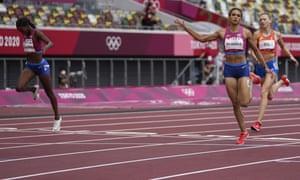 Sydney McLaughlin runs down Dalilah Muhammad