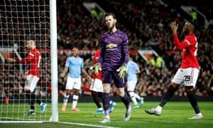 Manchester United goalkeeper David de Gea looks dejected.