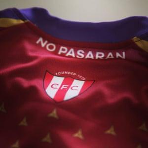 The Spanish civil war anti-fascist slogan on the Clapton CFC shirt