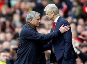 Wenger congratulate Mourinho after the final whistle.