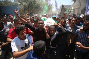 Mourners carry the body of Mukhtar Ebu Hamas