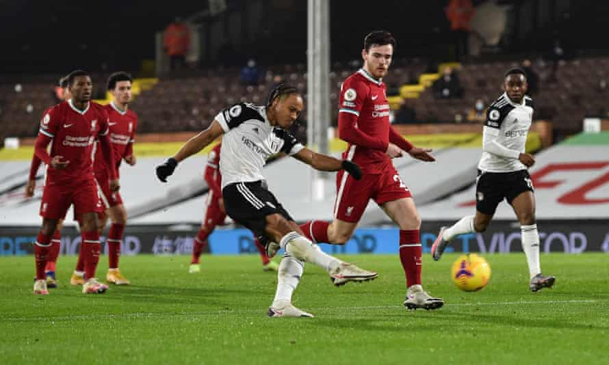 Bobby Decordova-Reid shoots from distance to score for Fulham