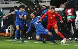 Aaron Ramsey takes on Azerbaijan's Richard Almeida.