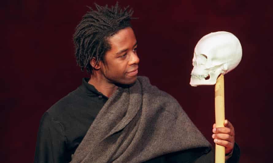 Adrian Lester as Hamlet.