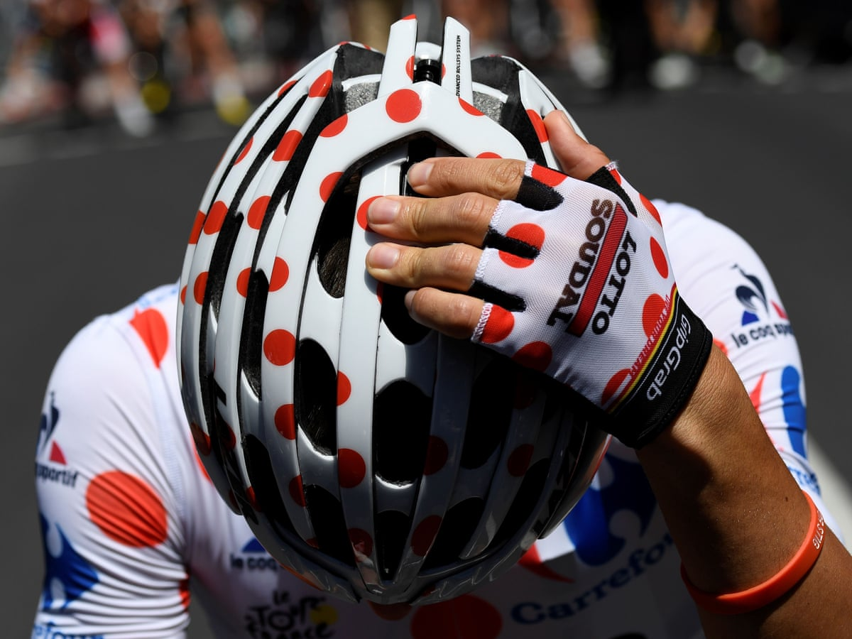 Bicycle helmets reduce risk of serious head injury by nearly 70%, study  finds   Cycling   The Guardian