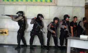 Indonesian police search the area in downtown Jakarta where the terrorist  attacks took place. 7225edefd930