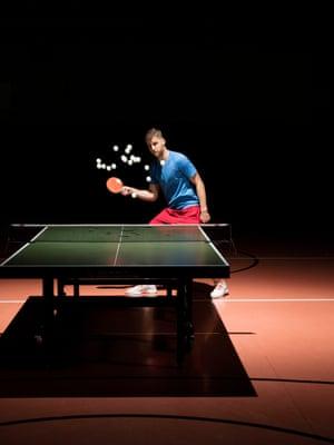 Alex Choupenitch, médaille européenne d'escrime, s'engage dans le tennis de table.