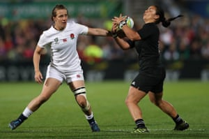 Katy Mclean of England keeps an eye on Stacey Waaka as she takes control of the ball.