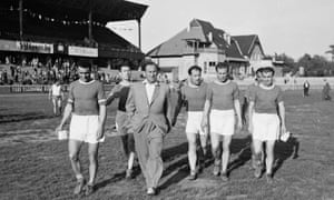 Marton Bukovi with some of his MTK players in 1949