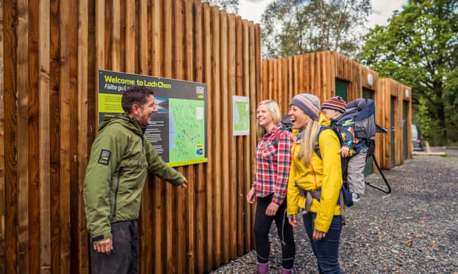 A ranger at Loch Lomond & the Trossachs national park provides advice to visitors.
