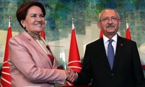 Akşener shakes hands with CHP's president Kemal Kılıçdaroğlu