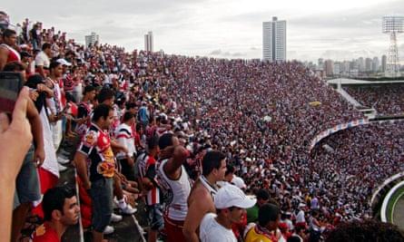 Crowds of 60,000 inside the Arruda gave rise to tides of emotion.