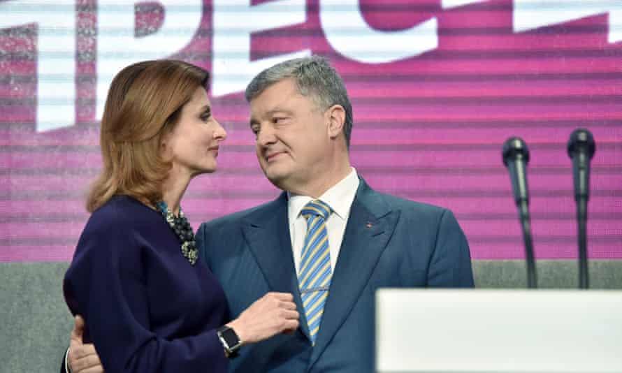 Petro Poroshenko embraces his wife, Maryna